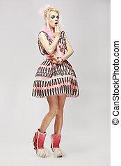 dress., excentrique, femme, branché, stupéfaction, mode, style., surpris