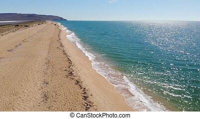 drone., bleu, plage, briser, vagues, océan, mer, beau, vue, plage., sommet, sablonneux, prise vue aérienne