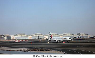 dubai, a340, aéroport, airbus, emirats
