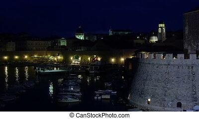 dubrovnik, vieille ville, nuit