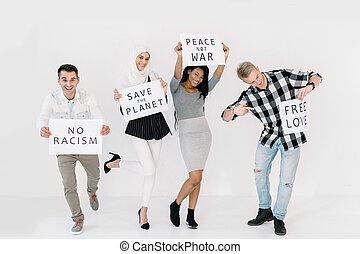ecologists, racisme, bannières, heureux, égalité droits, fond, jeune, blanc, activists, volontaires, non, sur, économie, cris, la terre, amis, isolé, multiethnical, quatre, debout, guerre