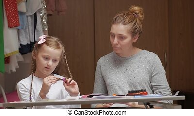 education, girl, maison, mère