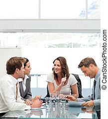 elle, équipe, conversation, content, femme affaires