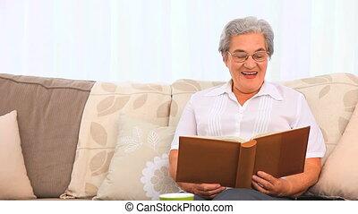 elle, album, regarder, photo, femme