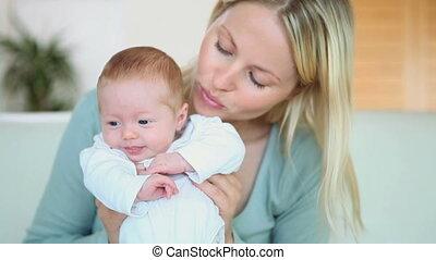 elle, bébé, tenue, femme, devant
