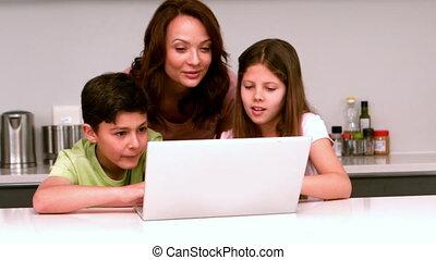 elle, childr, ordinateur portable, mère, utilisation