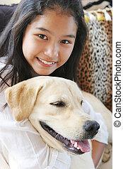 elle, chouchou, chien, fille asiatique, sourire