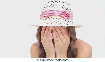 elle, porter, quoique, dissimulation, femme, chapeau, figure, heureux