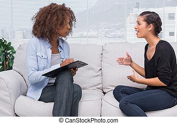 elle, thérapeute, femme, faire gestes, parler