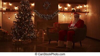 email, santa, ordinateur portable, responds, fond, fonctionnement, noël., maison, séance, sofa, enfants, claus
