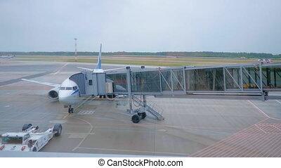embarquement, passagers, airbridge., quelques-uns, silhouettes, avion, par