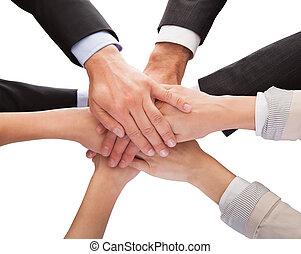 empilement, leur, businesspeople, ensemble, mains