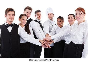 empilement, serveuses, serveurs, mains