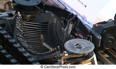 en mouvement, clés machine écrire, quand, manuel, dactylographie
