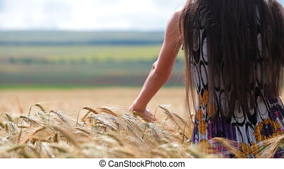 en mouvement, par, main, blé, femme