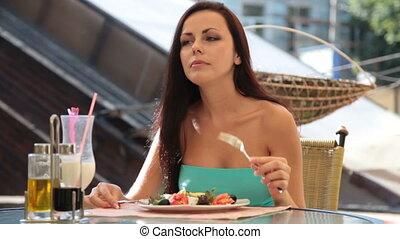 en ville, déjeuner