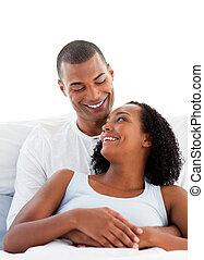enamoured, caresser, couple, leur, mensonge, lit