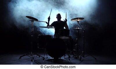 energetically., lent, jeux, silhouette., mouvement, arrière-plan., batteur, noir, tambours, mélodie