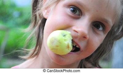 enfant, extérieur, pomme, mange