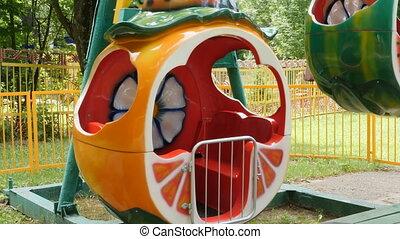 enfants, parc, amusement, carrousel