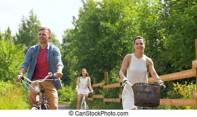 engrenage été, bicycles, équitation, fixe, amis, heureux