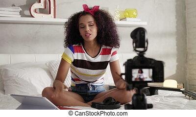 enregistrement, vlog, blog, appareil photo, vidéo, maison, girl