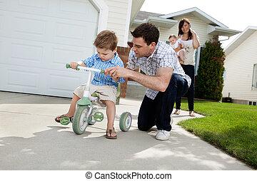 enseignement, cavalcade, fils, père, tricycle