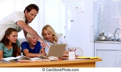 ensemble, famille, ordinateur portable, utilisation