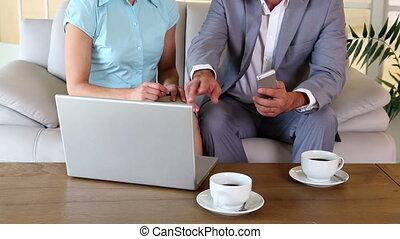 ensemble, partenaires, fonctionnement, business