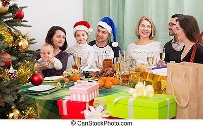 ensemble, tout, famille, noël célébrant