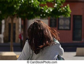 ensoleillé, girl, ville, long, jour, brunette, rue, courses