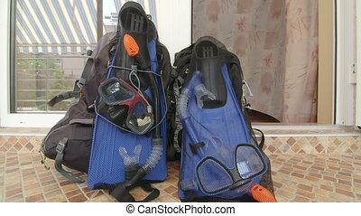 entrée, engrenage, plage, hôtel, deux, recours, sacs dos, snorkeling, salle