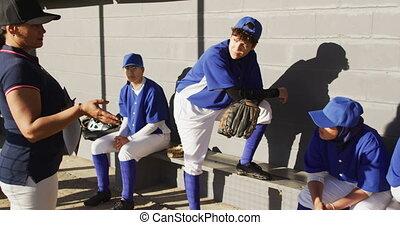 entraîneur, entraîneur, joueurs, groupe, divers, femme, base-ball, instruire, banc