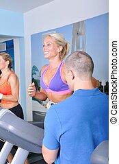 entraîneur, personnel, gymnase, exercisme, deux, fitness, femmes
