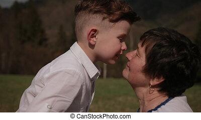 entre, famille, baisers, petit-fils, relations, générations, grand-mère, cheek.