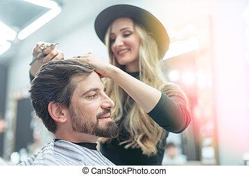 essayer, styliste, obtenir, elle, propre, client, coupure, cheveux