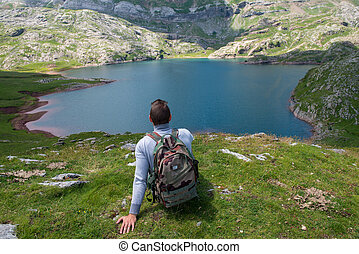estaens, randonneur, montagnes, lac, regarder, pyrénées, homme