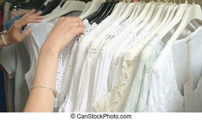 etagère., mains, femme, vêtements