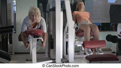 exercices, aptitude femmes, machines, jambe