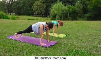 exercices, yoga, pratiquer, deux filles