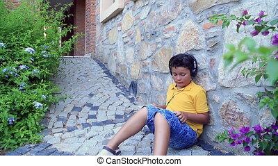 extérieur, enfant, tablette numérique, utilisation