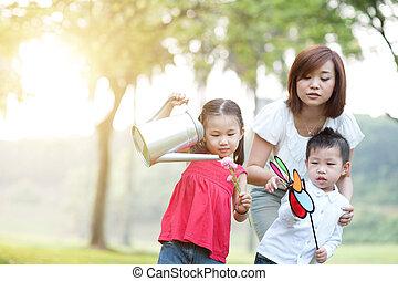extérieur, enfants, park., asiatique, jeu mère