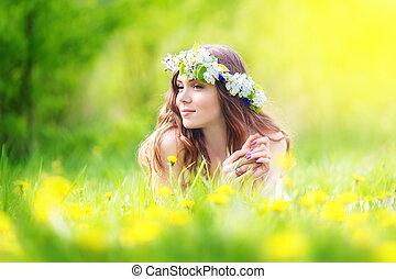 extérieur, gai, pissenlits, mensonge, image, relaxation, girl, bas, reposer, printemps, champ, femme, heureux, joli, vacances, pré