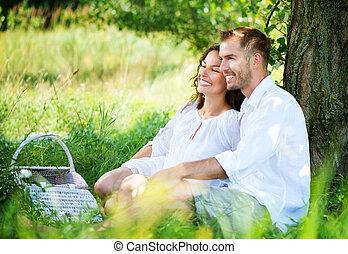 extérieur, pique-nique, famille, couple, jeune, park., avoir, heureux