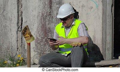 fâché, ouvrier construction