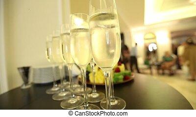 fête, année, nouveau, table, lunettes champagne