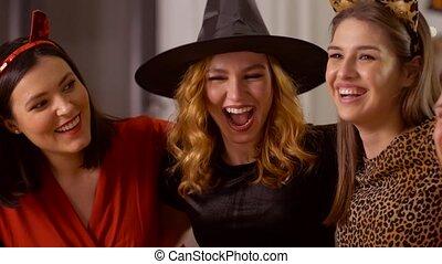 fête, maison, amis, costumes, heureux, halloween