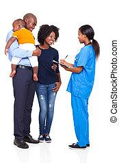 famille, bavarder, jeune, africain femelle, infirmière