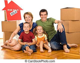 famille, boîtes, en mouvement, nouvelle maison, carton, heureux