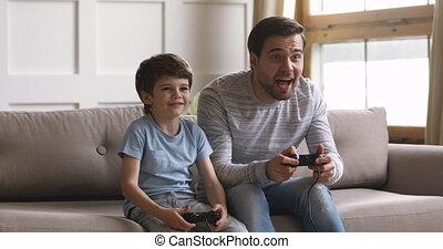 famille, deux, générations, jouer, game., vidéo, ligne, excité